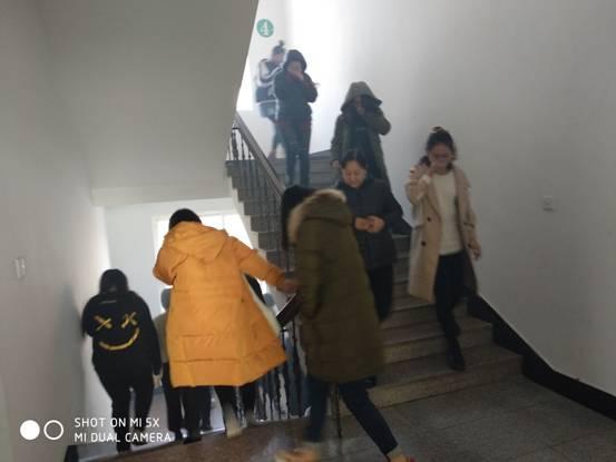 大连中外服装艺术学校消防疏散演练